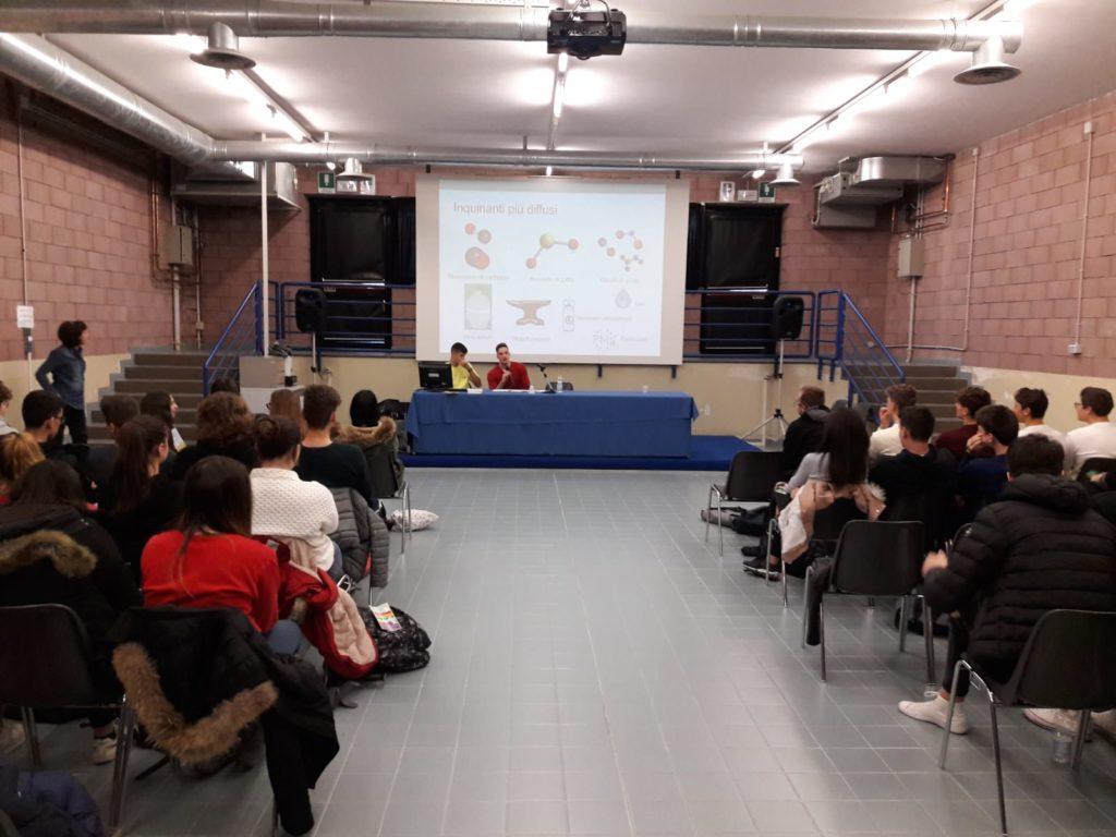 La presentazione della prima tesina da parte degli studenti
