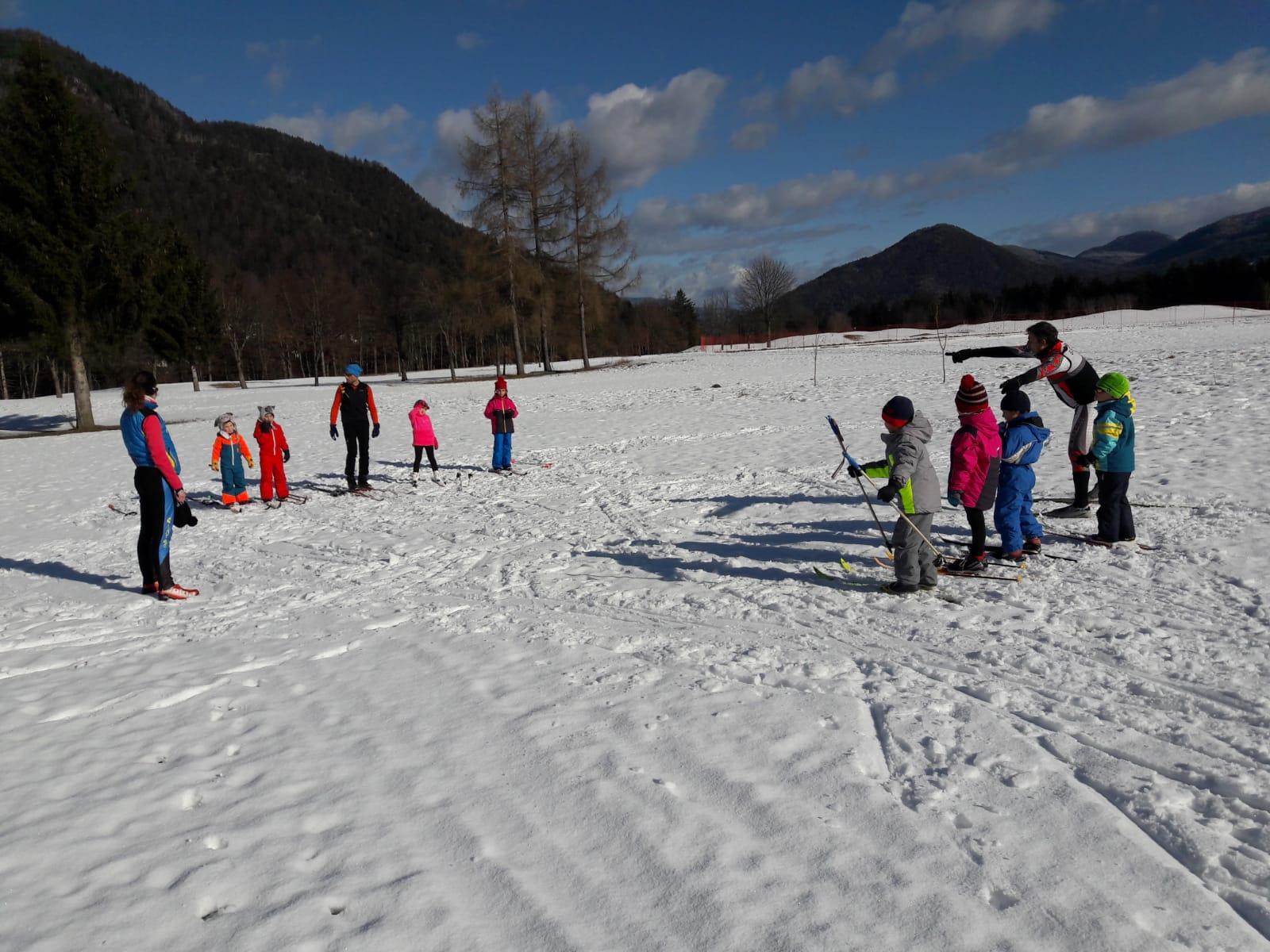 Gioco della bandierina con gli sci