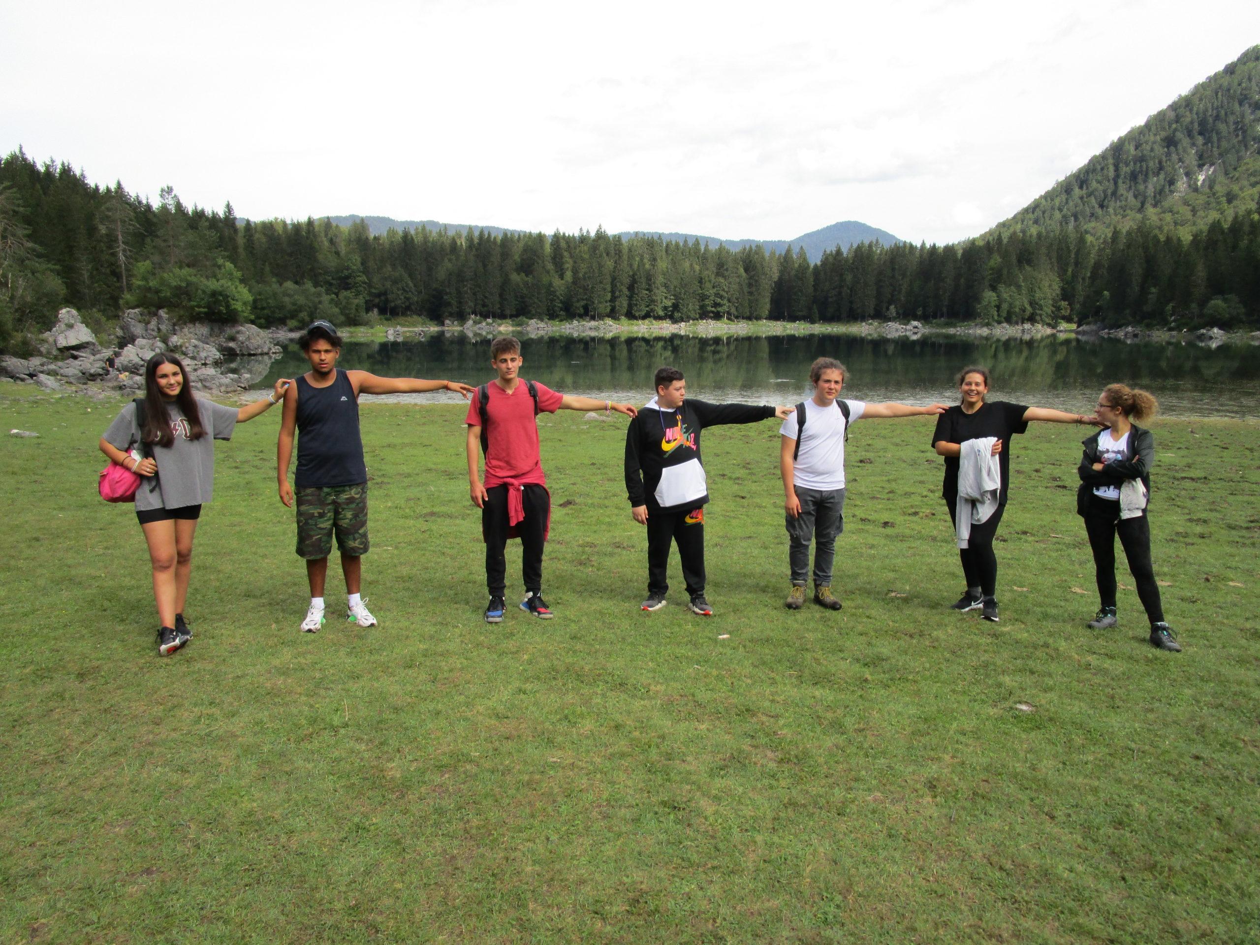 Distanziamento sul lago superiore di Fusine