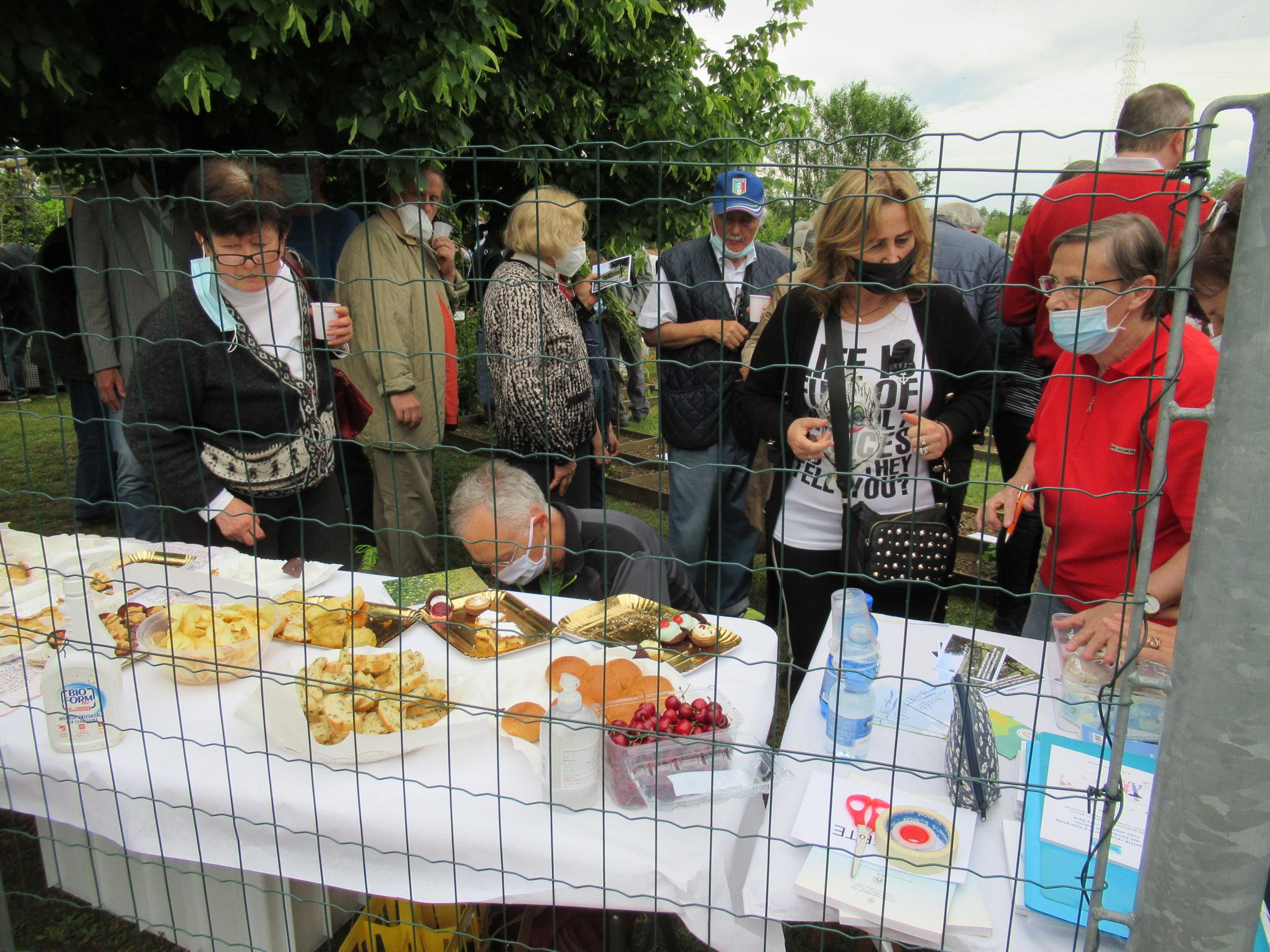 06 - Parte del buffet preparato dai volontari