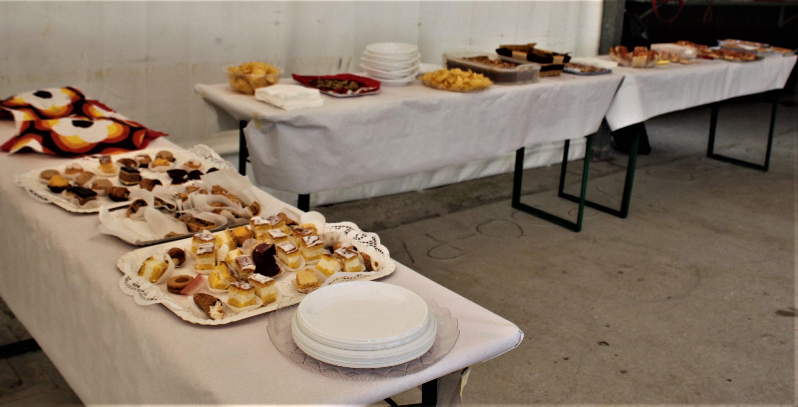 03 - Il buffet preparato dalle volontarie